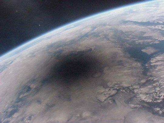 Un eclipse desde afuera